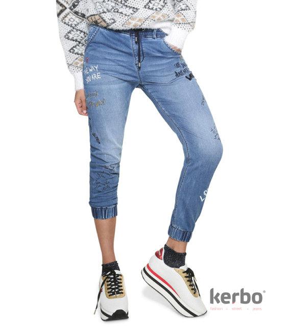 DESIGUAL Dámské jeans DESIGUAL JOGGER LETTERING - DESIGUAL - 18WWDD30 5061  DENIM JOGGER LETTERING 000164a1ed7